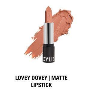 Kylie Cosmetics Matte Lipstick in Lovey Dovey, NIB